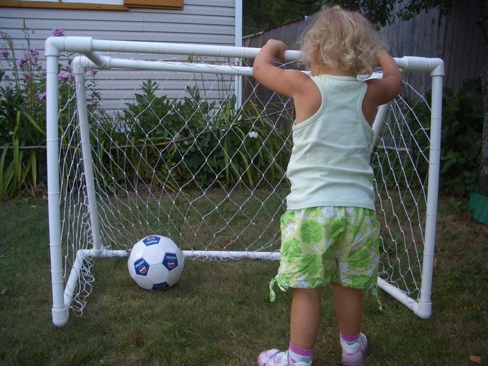 Футбольные ворота из пластиковых труб своими руками